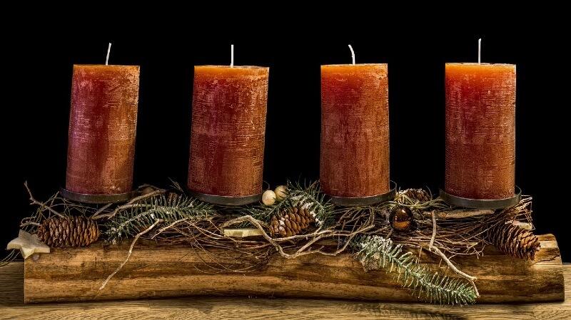 Adventskranz Holz länglich 4 rote Kerzen