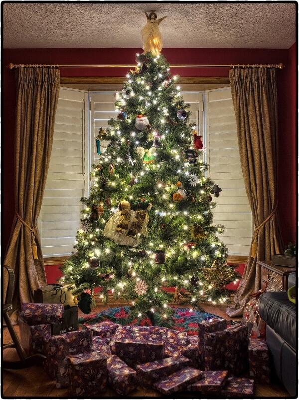 Weihnachtsbaum Unterlage mit Geschenken